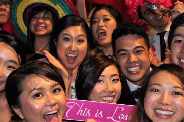 Our record is 14 people in one shot... can you beat it ;) Open Air Photo Booths Photo Thingy Fun