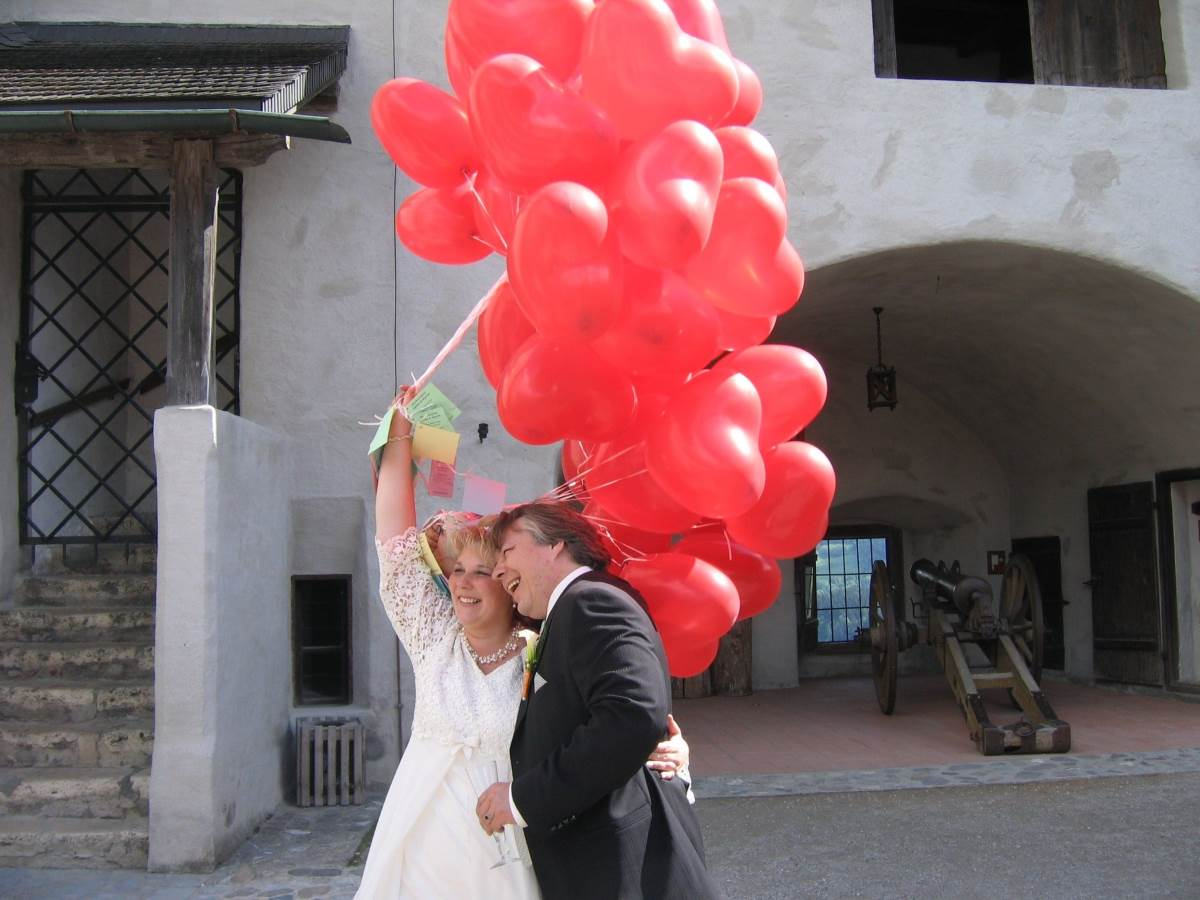 Alternatives To Wedding Bouquets wedding balloon bouquet red bunch of balloons - Different Types Of Wedding Bouquets - alternatives to bouquets - balloons bouquet
