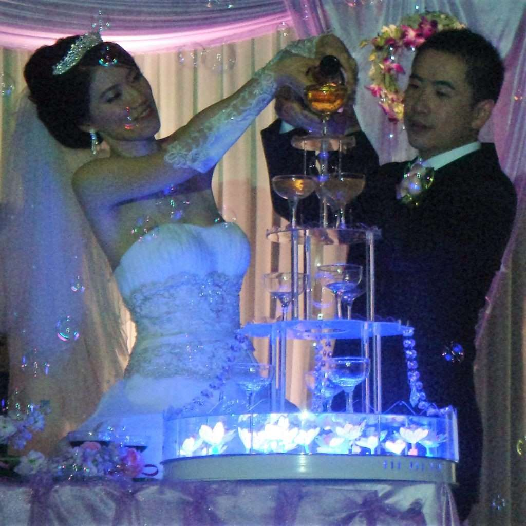 Traditional Chinese Wedding: Chinese Wedding Champagne Fountain