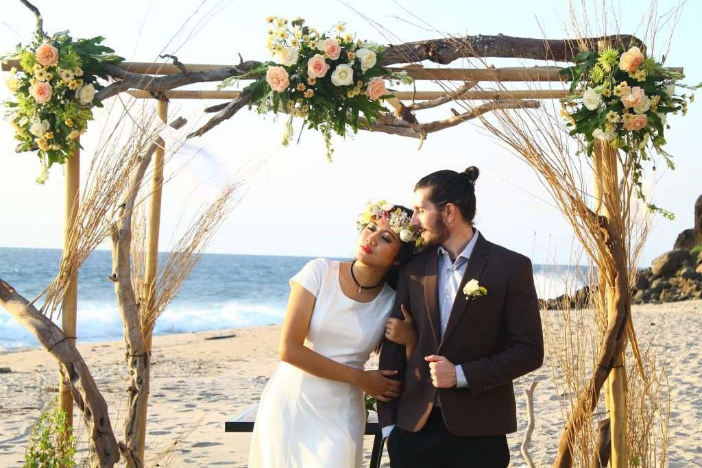 Christmas Wedding Period: Beach Wedding Arch Flowers