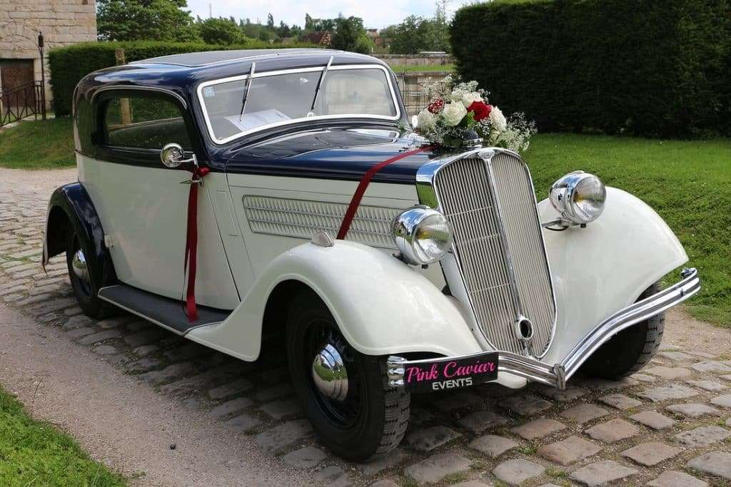 Types Of Wedding Transport: Vintage Wedding Car