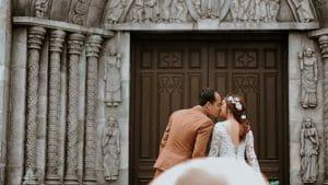Wedding Supplier: Couple Kissing Outside
