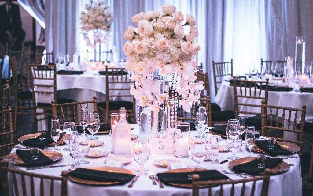 event decoration set up table centrepieces