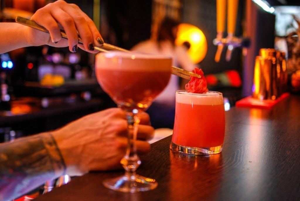 Cocktail Making Event Experiences